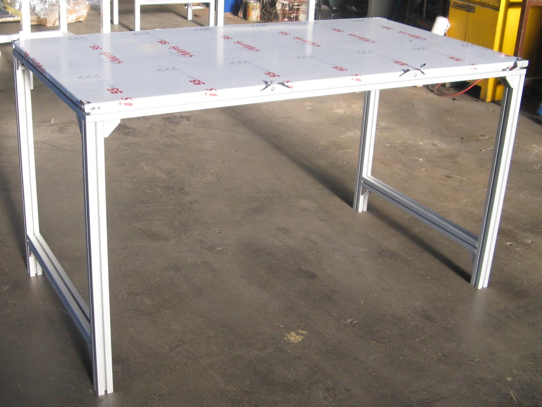 Work table with aluminium profiles BOSCH